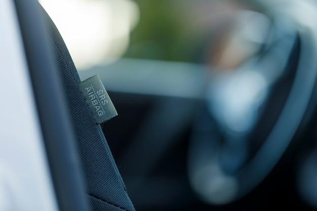 Étiquette d'airbag latéral de siège de voiture sur cuir de luxe - sécurité accrue dans une voiture - protection de la santé