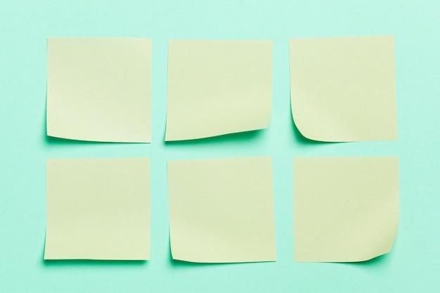 Étiquette. autocollants en papier pour les notes