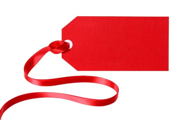 Etiquette cadeau rouge ou ticket de prix avec ruban rouge bouclé