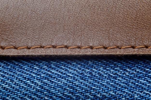 Étiquette en cuir sur gros plan de jeans bleu