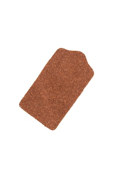 Étiquette en cuir marron isolé sur fond blanc.