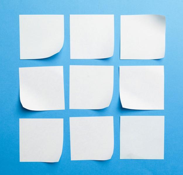 Étiquette de papier vierge ou autocollant avec espace de copie
