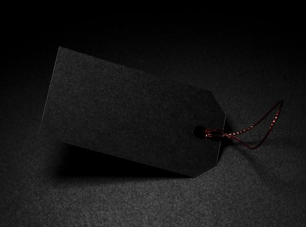 Étiquette de prix haute vue avec copie espace fond sombre