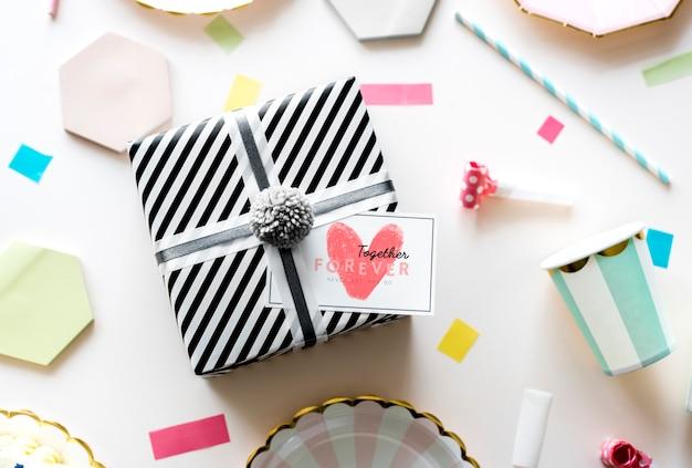 Étiquette de la saint-valentin sur un cadeau