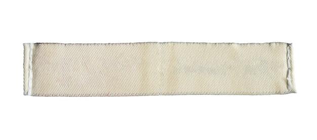 Étiquette de vêtements de soins de blanchisserie vierge isolé sur fond blanc