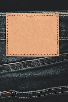 Étiquette vierge sur un jean