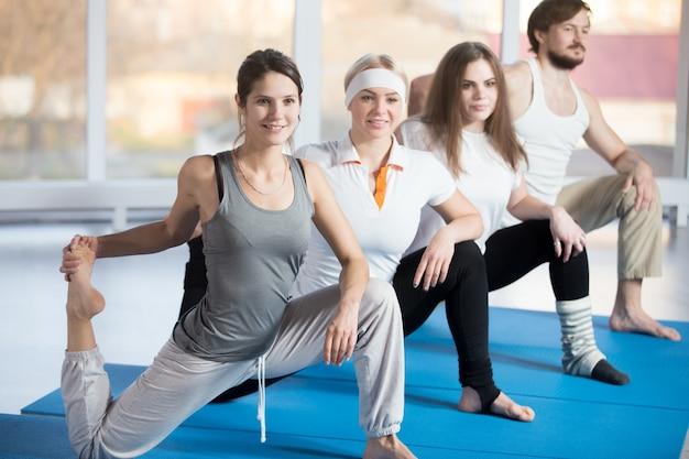 Étirement à genoux de flexion de hanche avec pied levé