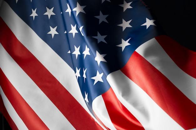 Étoile ondulant magnifiquement et drapeau américain rayé