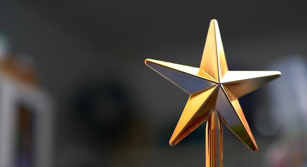 Étoile en plastique doré pour décoration interioe ou cerebration tel que noël