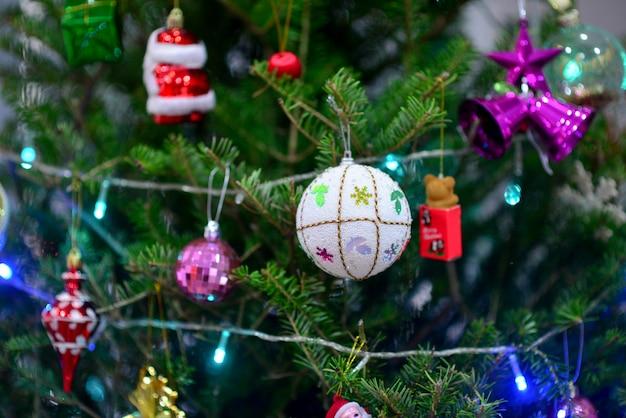 Etoiles, boules, cerf, coffrets cadeaux, cloches, poupées de neige, noël, boules d'or, boules d'argent, festivals