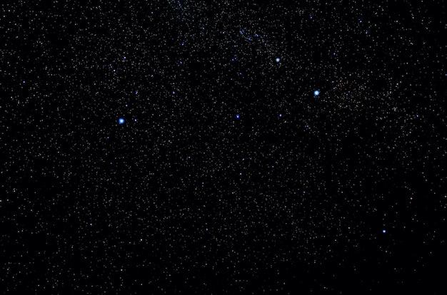 Étoiles et galaxie espace extra-atmosphérique ciel nuit univers noir étoilé