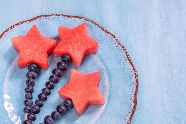 Étoiles de pastèque avec bâton de myrtille