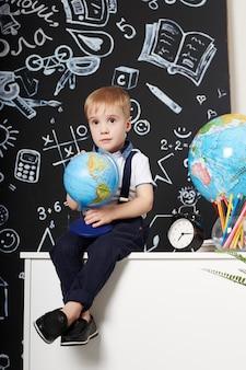 Etude enfant garçon étudiant premier septembre