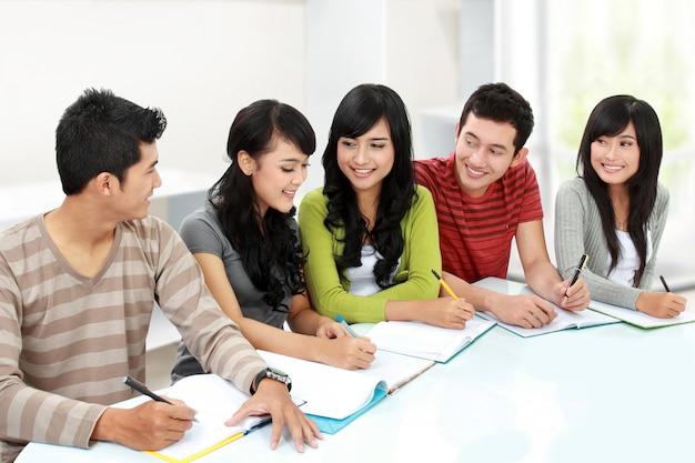 Étudiant, ensemble, étudier