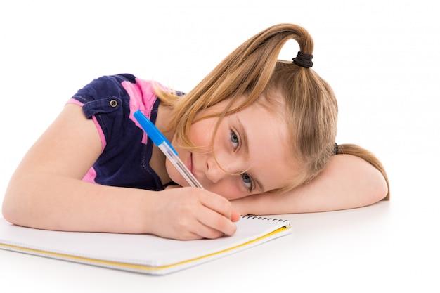 Étudiant fille gamin blond avec cahier à spirale