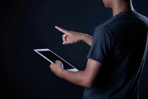 Étudiant, garçon, utilisation, ordinateur portable, apprentissage en ligne, education