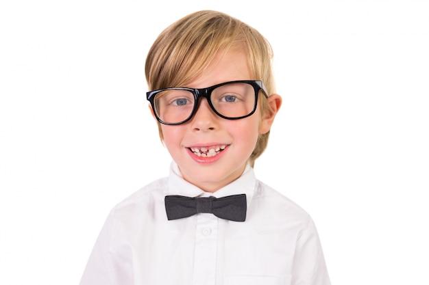 Étudiant portant des lunettes et noeud papillon