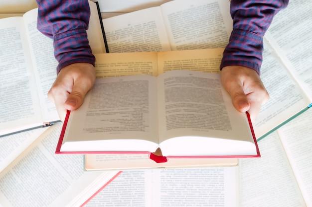 Étudiant se préparant aux examens