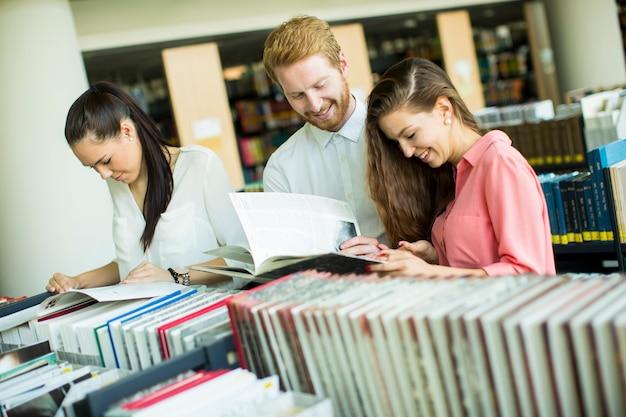 Etudiants à la bibliothèque