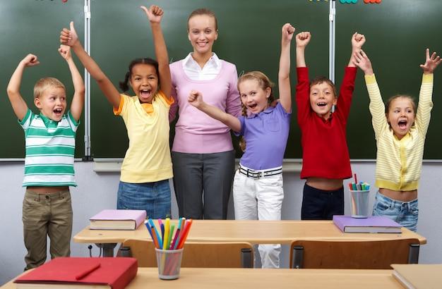 Les étudiants célébrant la fin de l'école