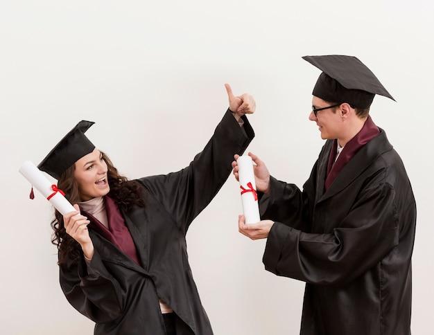 Étudiants diplômés à plan moyen
