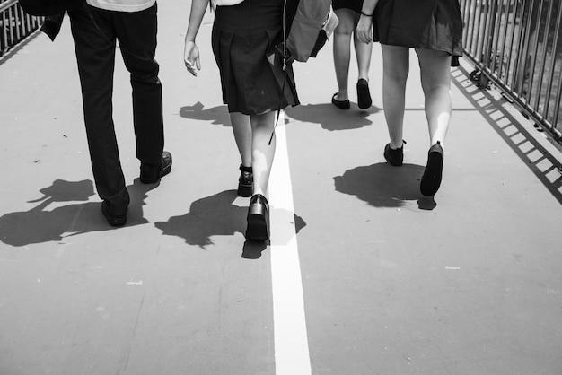 Les étudiants rentrant de l'école