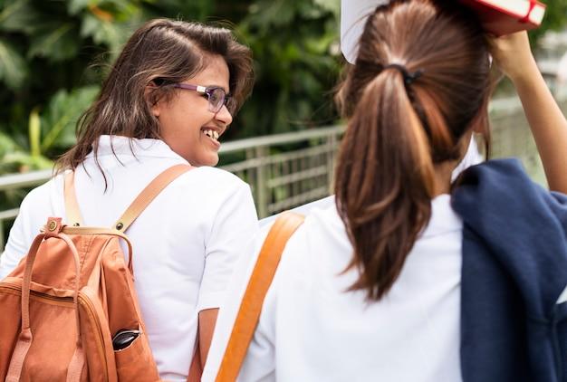 Etudiants rentrant de l'école