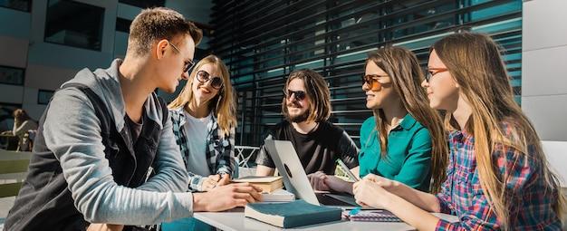 Étudier la conversation à l'extérieur