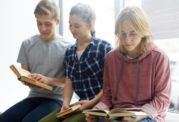 Étudier dans la bibliothèque