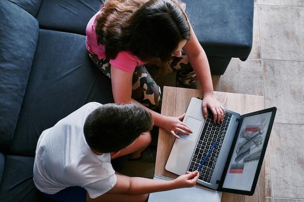 Étudier à la maison en temps de pandémie