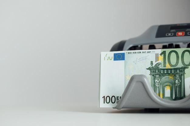 Euro argent. fond de caisse en euros. billets d'argent en euros