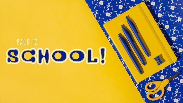 Événement de retour à l'école avec fournitures