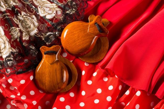 Éventail de castagnettes et peigne de flamenco typiques d'espagne