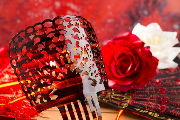 Eventail de peigne de flamenco et roses typiques d'espagne espana