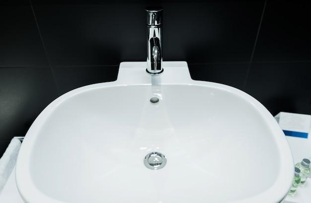 Éviers de cuvette de salle de bains modernes