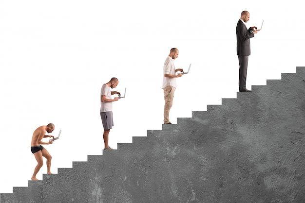 Évolution de carrière réussie de l'homme