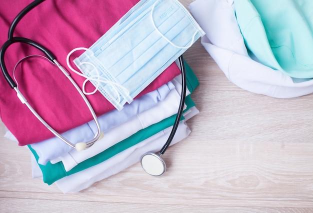 Examen médical, stéthoscope, médecine et thérapie, fond avec espace copie