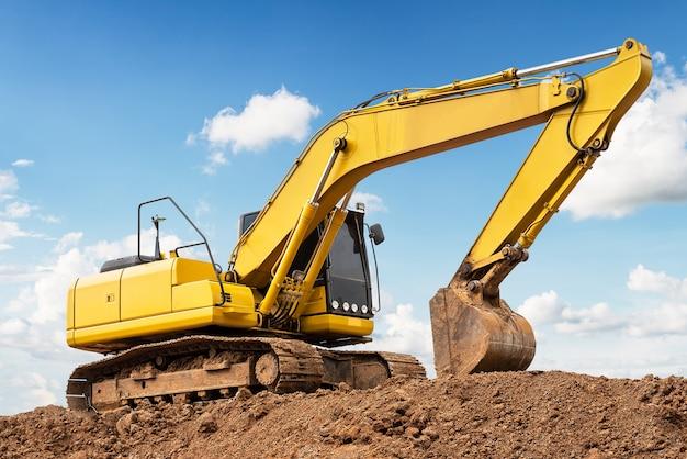Excavatrice au sol