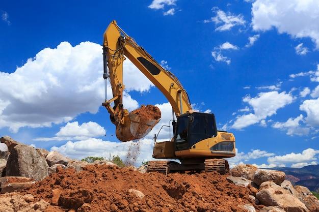 Excavatrice de creusement au travail