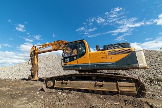 Excavatrice hydraulique creusant