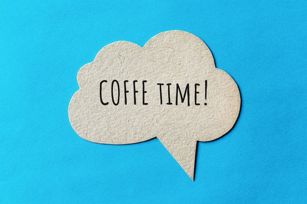 Exclamation de temps de café écrite sur la bulle de dialogue