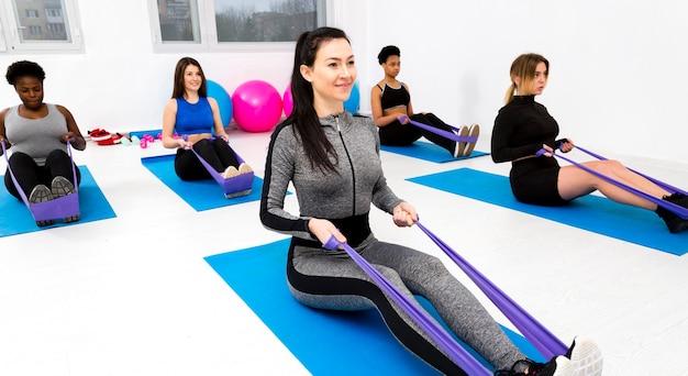 Exercice de fitness avec corde à sauter