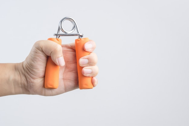 Exercice de la force à l'aide d'une pince à main