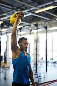 Exercice avec kettlebell