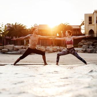 Exercice de yoga étirement concept de concentration de méditation d'été