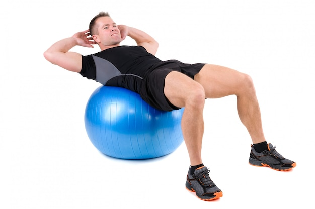 Exercices abdominaux de fitball
