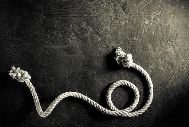 Expédier la corde à la texture de fond noir, vue de dessus