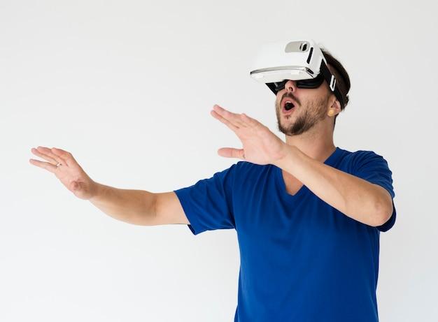 Expérience de simulateur de réalité virtuelle vr portrait en studio