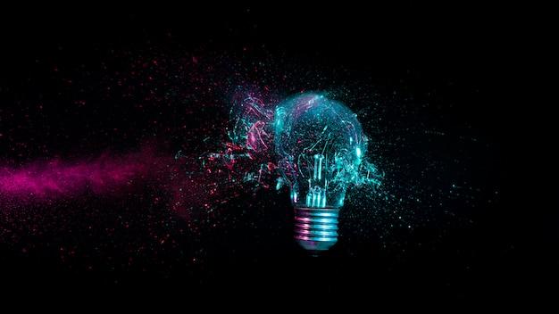 Explosion d'une ampoule électrique traditionnelle.