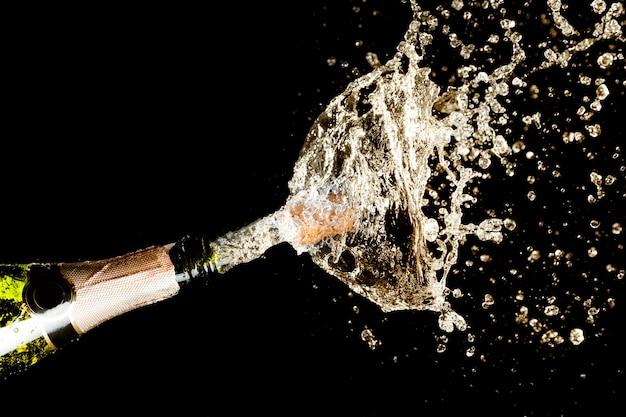 Explosion de champagne éclaboussant